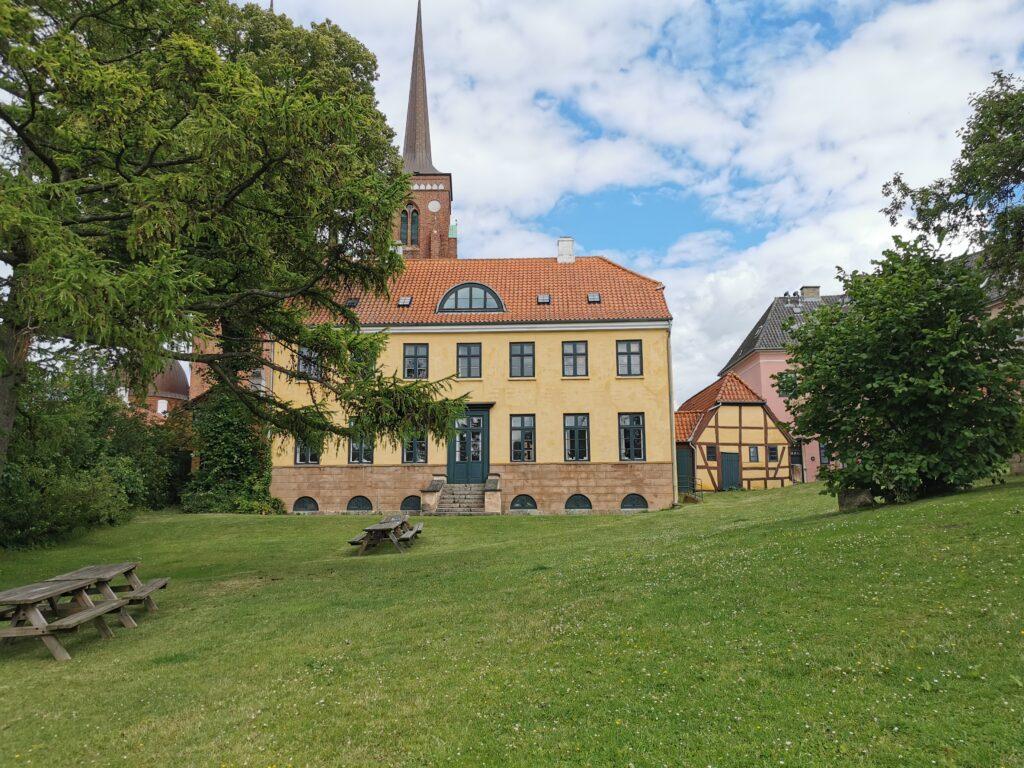 Dette billede har en tom ALT-egenskab (billedbeskrivelse). Filnavnet er Roskilde-Rektorhaven-1024x768.jpg